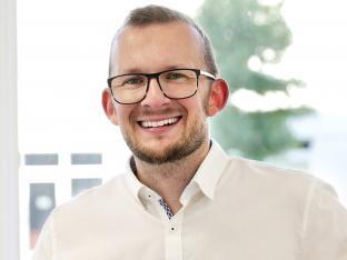Dr. Axel Thomas